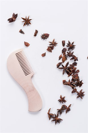 WOODEN HAIR COMB WITH HANDLE